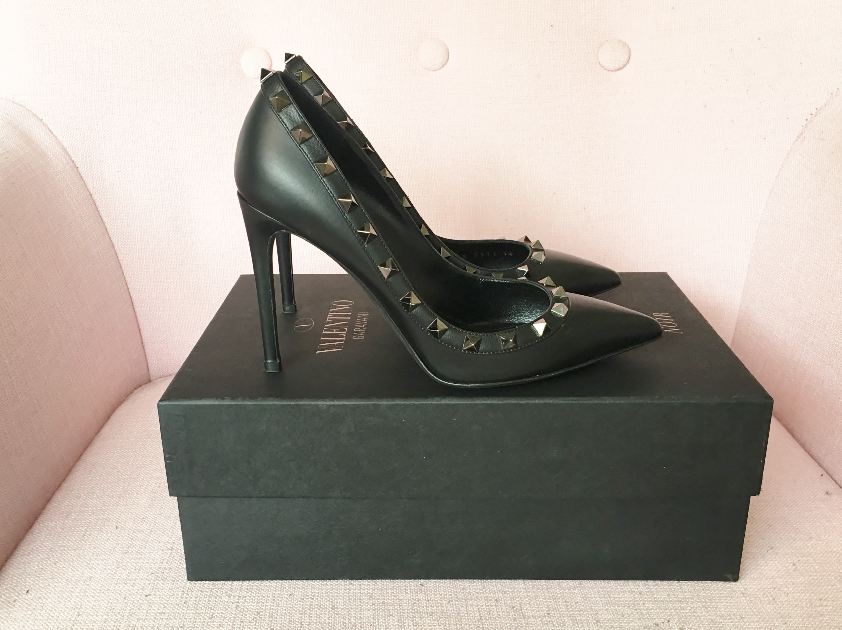 2857c90175fd New in  Valentino Noir Rockstud Pump